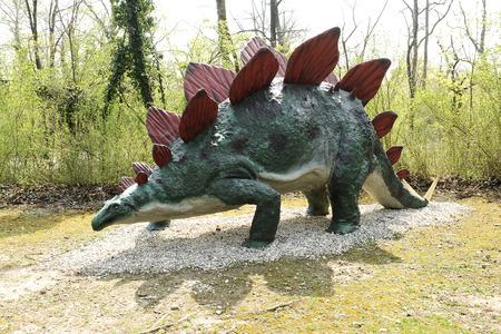 stegosaurus: Perfil del Modelo de Stegosaurus dinosaurio del periodo Jurásico tardío en el tema al aire libre Pre-Parque Histórico