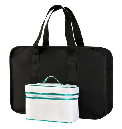 productos de aseo: Dos de belleza o de tocador bolsas para transportar art�culos de higiene femenina, cosm�ticos y maquillaje aislados en blanco, uno peque�o y uno grande blanco negro