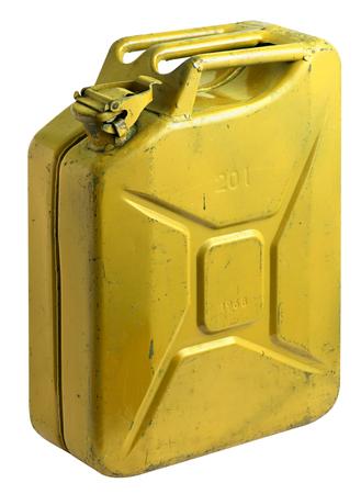 tanque de combustible: Dirty tanque de combustible amarilla de edad utilizados con la tapa cerrada aislada en un ángulo sobre un fondo blanco