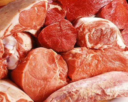 Close up von vaus Kürzungen von rohem Frischfleisch für die Anzeige in der Metzgerei Industrie