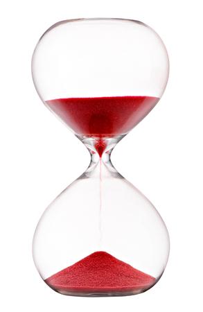 Czerwony piasek przepływający przez klepsydrę z bańkami z przezroczystego szkła mierzący upływający czas odliczający do upływu terminu na białym tle Zdjęcie Seryjne