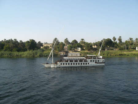 this boat navigates thenile and takes tourists tovisit the beauties of the egypt