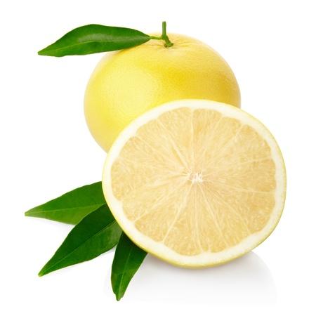 Gele geïsoleerde grapefruit, knippende weg inbegrepen