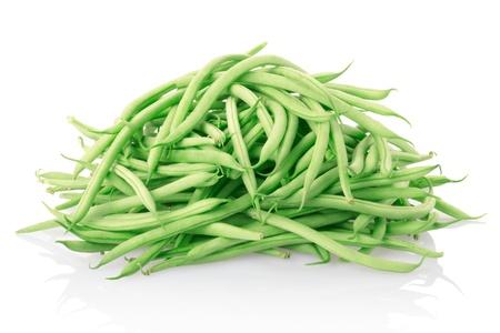 bönor: Gröna bönor isolerade på vitt. Stockfoto