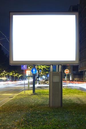 iluminado: Billboard en la calle Foto de archivo