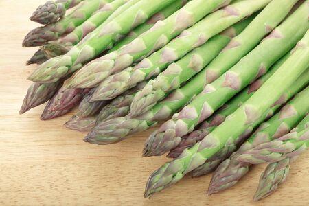 まな板: Fresh asparagus on wooden chopping board 写真素材