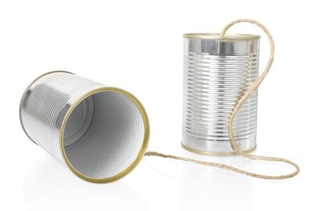 tin cans: Blikje telefoon op wit