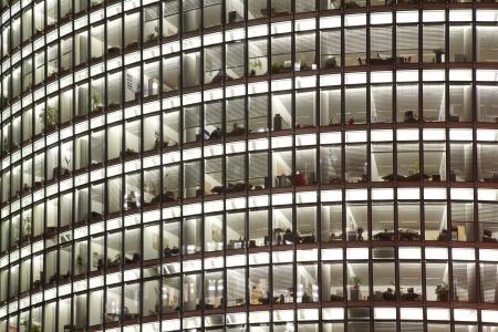 black block: Rascacielos con oficinas y fondo de cristal Foto de archivo