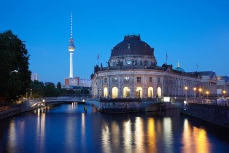 슈 프레 강에서 박물관 섬 (Museum Island), TV 타워의 전망, 베를린 스톡 콘텐츠