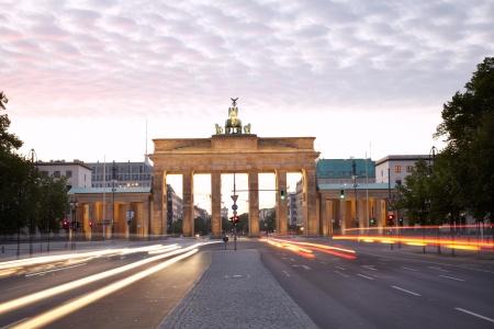Brandenburg gate, Strasse des 17 Juni, Berlin  Stock Photo - 16151940