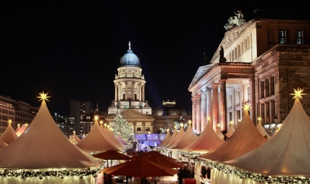 Christmas market in Gendarmenmarkt, Berlin 에디토리얼