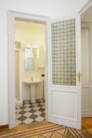Bathroom in small new apartment Imagens