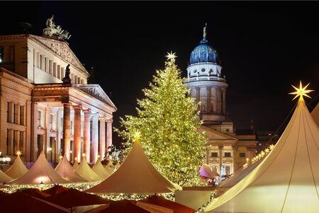 Christmas market in Gendarmenmarkt, Berlin 스톡 콘텐츠