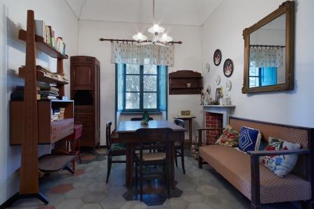 イタリアの古い家のリビング ルーム
