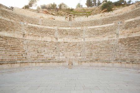 teatro antiguo: Antiguo teatro romano en Ammán, Jordania
