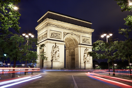 Arc de Triomphe: Arc de Triomphe in Paris at night, France