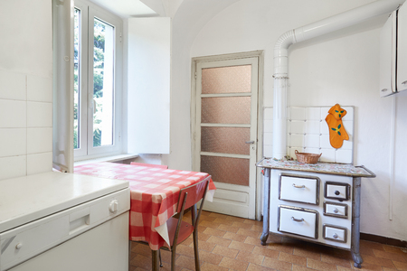 Old kitchen with stove in normal house in Italy Standard-Bild