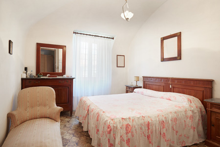 queen bed: Old bedroom with queen size bed in ancient house Stock Photo
