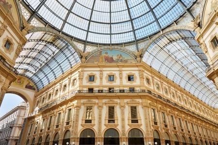 Milánó, Vittorio Emanuele galérián belső udvarra néző, egy napsütéses napon Stock fotó