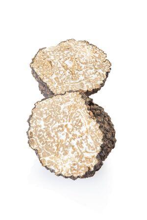 truffe blanche: section de truffe noire sur blanc, chemin de détourage inclus