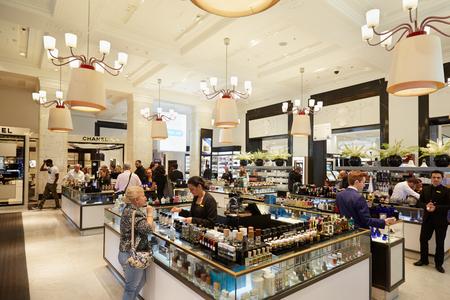 Selfridges almacenes interiores, área de perfumería Editorial