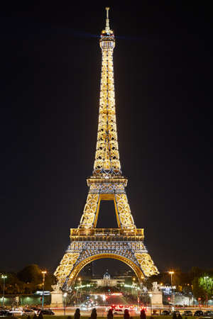 flashing light: Eiffel tower by night, flashing light performance show in Paris