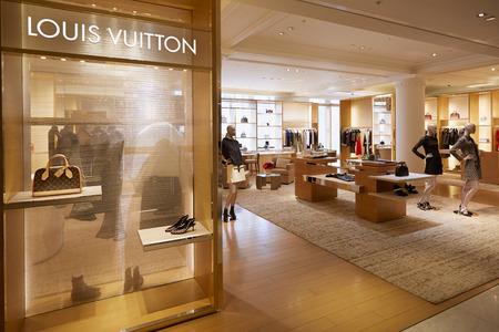 tienda de zapatos: Selfridges interior almacén, tienda de Louis Vuitton Editorial