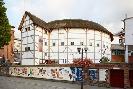 globe theatre: The Globe Theater, empty street in London. The theater is a reconstruction of Shakespeare original globe.