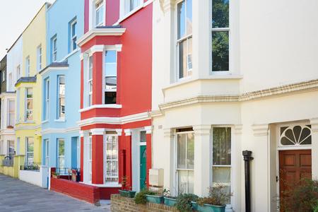 case colorate: case colorate tipiche facciate a Londra Archivio Fotografico
