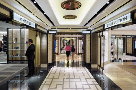 harrods: Harrods department store interior, luxury fashion shops in London