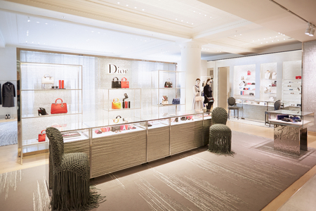 Selfridges department store interior, Christian Dior shop in London 에디토리얼