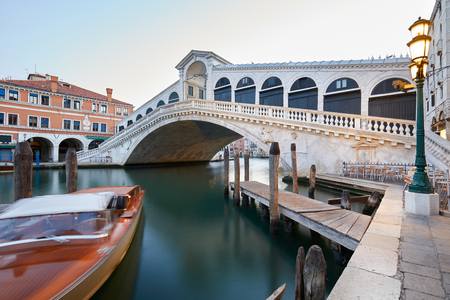 The Grand Canal and Rialto bridge in the early morning, nobody in Venice, Italy Stok Fotoğraf