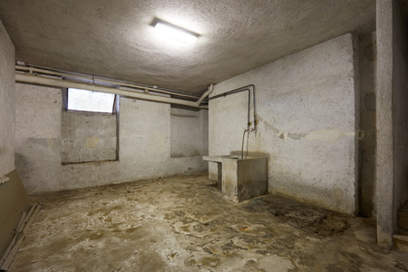 Basement with sink and dirty floor in old house interior Archivio Fotografico