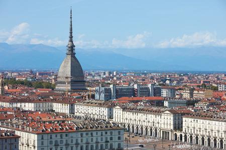Mole Antonelliana Turm und Vittorio Square View in Turin an einem sonnigen Sommertag in Italien Standard-Bild