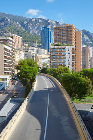Monte Carlo empty flyover street and skyscrapers in a sunny summer day in Monaco Imagens
