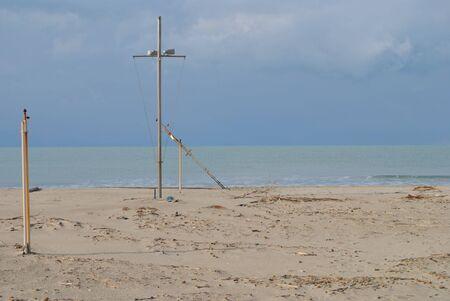 damaged: Beach winter pole damaged