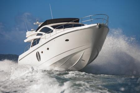 motor: motor boat
