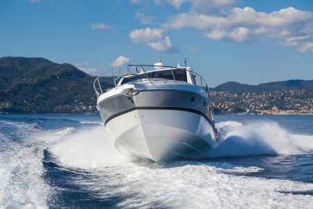 bateau à moteur, yachts rio Italie