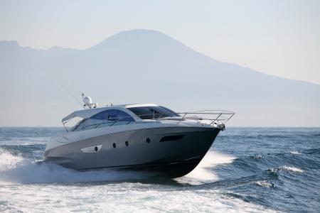 Motorboot, Yacht Standard-Bild - 24383932
