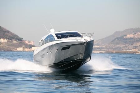 Motorboot, Yacht Standard-Bild - 24383964