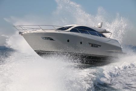 bateau: bateau � moteur, yacht saut Banque d'images