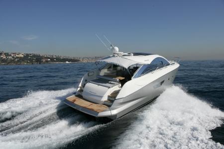 Motorboot, Yacht Standard-Bild - 24376110