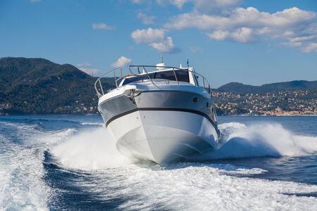 bateau à moteur saut