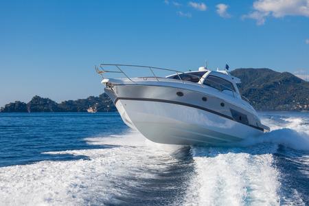 saut de bateau à moteur