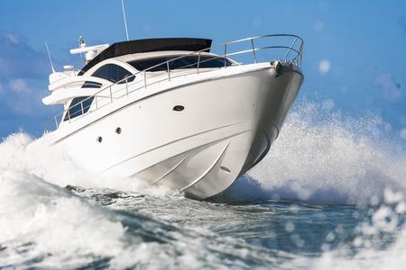 Motoryacht  Standard-Bild - 36069410