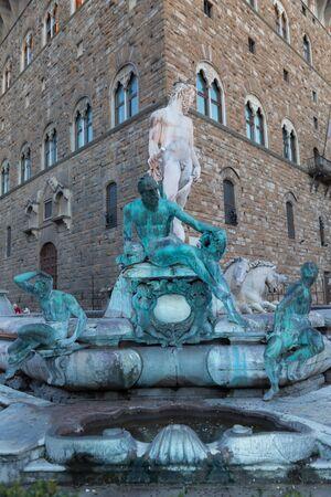 neptuno: Vista nocturna de iluminaci�n Fuente de Neptuno en Florencia, Italia Foto de archivo