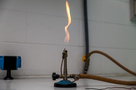 powder test a Bunsen burner showing flame and hose. Standard-Bild