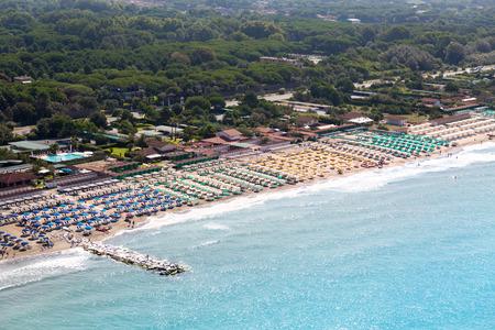 Versilia Strand Blick von oben Standard-Bild - 36522519