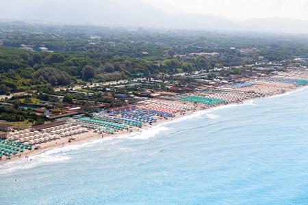 Versilia Strand Blick von oben Standard-Bild - 36522520