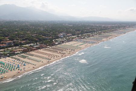 Versilia Strand Blick von oben Standard-Bild - 36522523